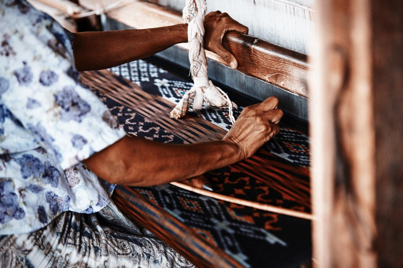 CAROLIN WINDEL Weaving women, Myanmar (more-click here)