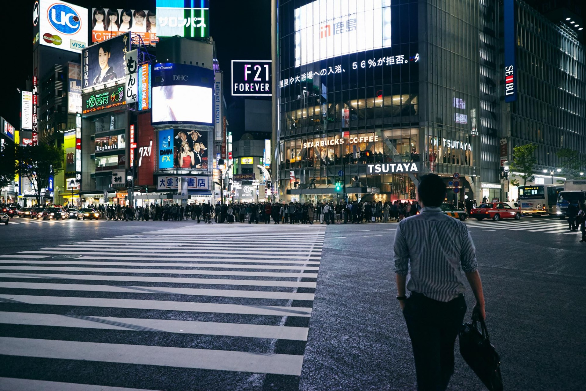 CAROLIN WINDEL Tokyo, Japan (more-click here)